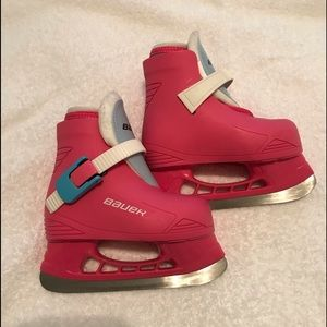 Bauer toddler ice skates (New) youth size 5/6